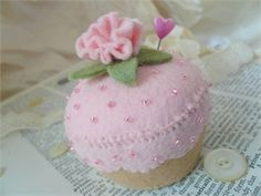 Hand Made Felt Cupcake Pin Cushion~sold Crochet Pincushion, Felt Pincushions, Felt Cake, Felt Cupcakes, Handmade Crafts, Diy And Crafts, Felt Food Patterns, Cupcake Tutorial, Felt Play Food