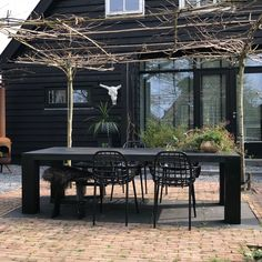To anticipate your questions: They are made of aluminum, they are called Albert Kuip Garden … Garden Deco, Love Garden, Dream Garden, Home And Garden, Patio Dining, Outdoor Dining, Outdoor Spaces, Outdoor Decor, Pergola Designs