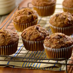All-Bran Classic Carrot Bran Muffins Recipe - With the flavours of cinnamon and nutmeg and studded with raisins, these muffins are a classic for a reason. Raisin Bran Muffins, Carrot Muffins, Healthy Muffins, Healthy Desserts, Healthy Recipes, Breakfast On The Go, Breakfast Muffins, Breakfast Dishes, Breakfast Recipes