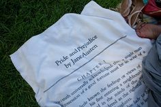 Toalla de Orgullo y prejuicio, de Jane Austen, el complemento ideal para los amantes de los libros en verano.