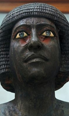 Note the blue eyes. The hair style appears to be black African. Ancient Egypt Art, Ancient Artifacts, Ancient History, Art History, Kemet Egypt, Cairo Egypt, Visit Egypt, Egyptian Art, African History