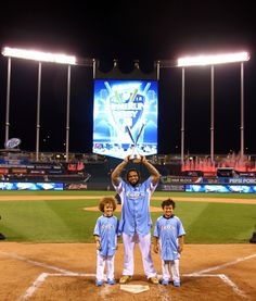 State Farm Home Run Derby; Great pic of the derby champ with his kids