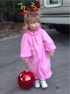 Nothing beats a great Cindy Lou Who costume! Nothing beats a great Cindy Lou Who costume! Cindy Lou Who Costume, Dr Seuss Costumes, Diy Costumes, Grinch Christmas Party, Christmas Costumes, Christmas Decor, Christmas Ideas, Hallowen Costume, Halloween Fun