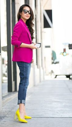 Yellow Shoes Outfit, Pink Blazer Outfits, Heels Outfits, Denim Outfits, Blazer Dress, Neon Pumps, Yellow Pumps, Cool Winter, Look Fashion