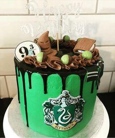 Harry Potter Desserts, Gateau Harry Potter, Cumpleaños Harry Potter, Harry Potter Birthday Cake, Harry Potter Images, Slytherin, Harry Potter Wallpaper, Crazy Cakes, Birthday Cakes