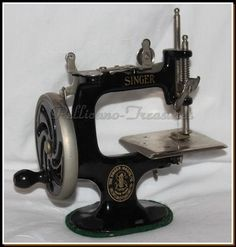 Antique 1914 Singer Model 20 Toy Sewing Machine for The Girls Cast Iron