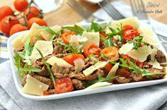 Gli straccetti di vitello con pomodorini rucola e grana sono un secondo sfizioso e veloce da preparare. Perfetti per pranzi veloci o in compagnia di amici.