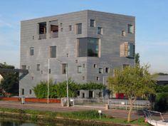 Cube house, 2154 Burgerveen, The Netherlands, via panoramio © R.Möhler