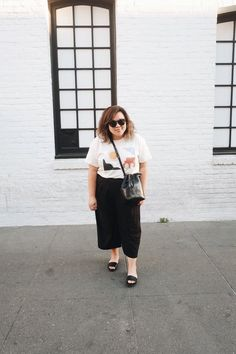Black and white minimalist wardrobe // A Week Of Minimalist Uniform Outfits With Jasmine Hwang From The Pleb Life on The Good Trade Plus Size Capsule Wardrobe, Wardrobe Sets, Minimalist Fashion Women, Minimal Fashion, Minimal Clothing, Minimal Style, Minimalist Wardrobe, Minimalist Outfits, Minimalist Living