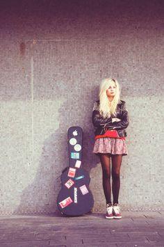 Why is she so freaking adorable? Nina Nesbitt.