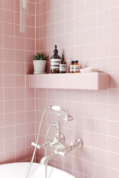 Pretty in Pink... We're so excited to share an exciting project by 2LG Studio, featuring our stunning Victorian Pink tiles. The soft pastel tone of these small format bathroom tiles create a real sense of luxury, combined with elegant bathroom fixtures to give a chic finishing touch Bravo 2LG Studio #pink #tiles #bathroom