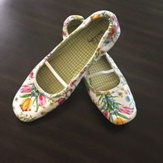 Super Cute Floral Flats! ❤️ Brand New, Never been worn. These flats are Super Cute and just in time for Spring/ Summer! Sam & Libby is a great brand for style and comfort! Sam & Libby Shoes Flats & Loafers