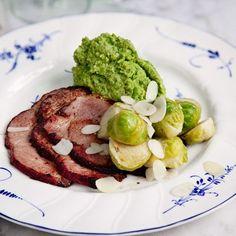 Broccolimos med brynt smörslungad brysselkål och stekt kassler