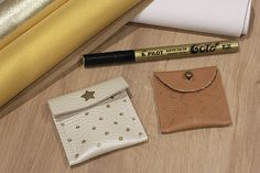 Mini-pochettes en cuir customisées