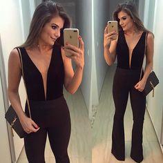 {Macacão @lerizzoficial 😍} Aquele modelo que alonga e valoriza o corpo ♥️ A parte de cima é de veludo com tule no decote ♥️ • #selfie #blogtrendalert