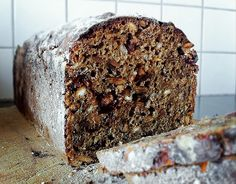 Absolut favorit bröd, inspirerad av Fabrique Stenugnsbageris råg och tranbär! Det ligger i ugnen precis nu!