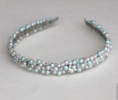 Jeweled Headband, Pearl Headband, Diy Headband, Handmade Wire Jewelry, Handmade Beads, Diy Tiara, Expensive Perfume, Accesorios Casual, Fabric Headbands