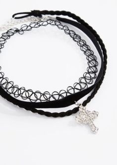 90s goth is back and we're totally crushing on the trend! How could we not, with this cute set of chokers? Featured are a stretch tattoo band, braided mock suede band and velvet band with a diamante cross pendant.