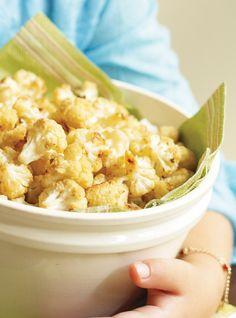 Pop-corn de chou-fleur Recettes   INGRÉDIENTS  45 ml (3 c. à soupe) de beurre, fondu   Sel et poivre   1 chou-fleur, défait en petits bouquets