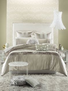 Linen House Empress Quilt Cover Set. Gorgeously glamorous and elegant, Empress is made from a beautiful, soft draping satin in champagne gold, and is luxuriously trimmed with multiple layers of imported lurex lace and pleating.