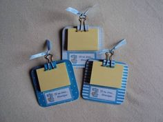 Prancheta pequena com post it. Recycled Crafts, Diy And Crafts, Crafts For Kids, Paper Crafts, Regalo Baby Shower, Baby Boy Shower, Post It Holder, Baby Shawer, Ideas Para Fiestas