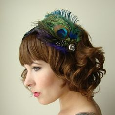 Cute and Beautifully Short Curly Hair Hair Salon Popular Short Hairstyles, Short Curly Haircuts, Curly Hair Cuts, Bob Hairstyles, Wedding Hairstyles, Curly Hair Styles, Curly Bob, Peacock Hair, Peacock Feathers