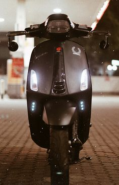 Galaxy Wallpaper, Iphone Wallpaper, Vespa Sprint, Motorcycle Wallpaper, Bike Photography, Black Picture, Scooter Girl, Vespa Scooters, Motorcycle Style