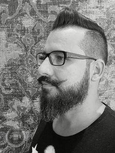 Trabajo realizado por el equipo @Abelpelukeros ELCHE® BARBERSHOP #peluqueria #hombre #estilo #style #barber #barbershop #men's #barberia #afeitado #shave #americancrew #moda #fashion #abelpelukeros #caballero #masculino #cuidado #cabello #hair #pelo #tendencias #chico #friseure #coiffure #friseur #homme #man #oldschool  #HairTatoo #Parrucchieri #Hairdressing  #beards #barbas #spain ESPECIALISTAS PELUQUERIA MASCULINA. http://abelpelukeros-abelpelukeros.blogspot.com.es