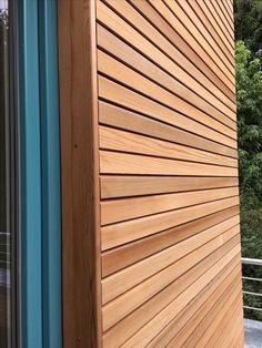 Cedro rojo occidental fachada de madera cedar-fix - # cedro # fachadas de madera - Häuschen - Wood Cladding Exterior, House Cladding, Timber Cladding, Wood Siding, Exterior Siding, Exterior Design, Exterior Paint, Wooden Facade, Exterior Lighting