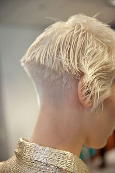 * OK blond nape Awesome Amazing All sizes Pixie Hairstyles, Cool Hairstyles, Short Hair Cuts, Short Hair Styles, Crop Haircut, Shaved Nape, Short Bob Haircuts, Women Haircuts Long, Bowl Cut