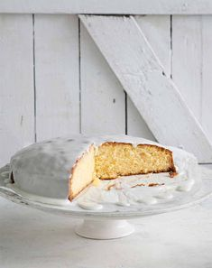 Recipe: Monday Morning Cooking Club's Lemon Syrup Cake - thisNZlife Lemon Syrup Cake, Lemon Drizzle Cake, Lemon Icing, Food In A Minute, Taste Made, Cake Recipes, Soup Recipes, Round Cakes, Cake Tins