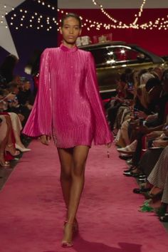 Brandon Maxwell Look Spring Summer 2019 Collection : Pink Shift Party Mini Dress / Short Dress with Long Sleeves. Runway Show by Brandon Maxwell Fashion Walk, Vogue Fashion, Runway Fashion, High Fashion, Fashion Show, Fashion 2020, Fashion Women, Fashion Trends, Gala Dresses