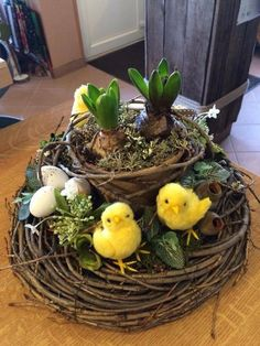 Pin by Maire O& on easter Easter Flower Arrangements, Easter Flowers, Floral Arrangements, Easter Centerpiece, Easter Table, Easter Eggs, Easter 2018, Easter Holidays, Easter Wreaths