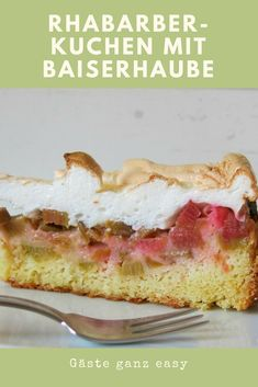 Rhabarber-Kuchen mit Baiser Rhubarb cake with meringue cap is an absolute must in spring. Rhubarb – cottage cheese – cakeRhubarb meringue cakeRhubarb cake with baise Rhubarb Cake, Crepe Recipes, Banana Split, Food Cakes, Cheesecake Recipes, Vanilla Cake, Bakery, Sweet Treats, Zucchini