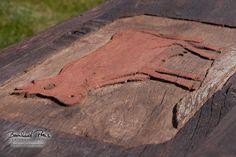 Couchtisch aus antiker Eiche mit original Wandschnitzerei eines ehemaligen Bauernhauses