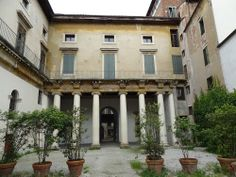 Andrea Palladio: Palazzo Valmarana, 1565, Vicenza, Italy; view from the court