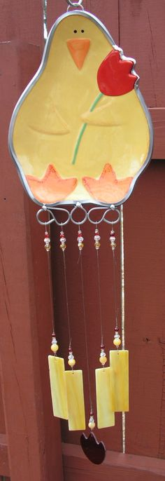 Who wouldnt love this adorable wind chime?! Plucky little chicken holding a red tulip to brighten your days. The 10 x 7.5 dish served a