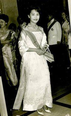 ภาพสมเด็จพระราชินี พระราชินีสิริกิติ์ รวมภาพพระราชินีกว่า 1000 ภาพ ภาพสมเด็จพระนางเจ้าฯ ภาพเก่าในอดีต ภาพหายาก Queen Photos, Queen Sirikit pictures
