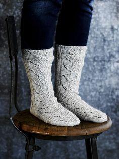 Pitsineulesukat ja -lapaset Novita Nalle | Novita knits