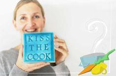 """Kochen ist schön – noch lieber lassen wir uns allerdings zum Essen einladen. Besonders, wenn die Gastgeberin so fantastisch kocht wie Julias Freundin und Ex-Kollegin Ute. Als es um das Thema """"Zu Gast bei…"""" ging, wussten wir deshalb sofort: Wir gehen zu Ute! Ute kocht leidenschaftlich gerne, oft nach Rezepten von Donna Hay, Jamie Oliver …"""