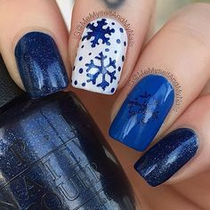 Create a classy winter manicure with these easy to use Snowflake Nail Decals. Two designs for 60 Snowflake nail decals total.