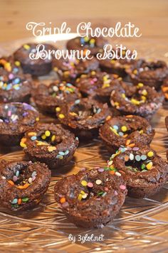 Triple Chocolate Brownie Bites. Using a boxed brownie mix, make these adorable little brownie bites. #brownies #triplechocolate #browniebites www.3glol.net