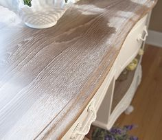 Annie Sloan White Waxed Dresser Top - Limed Wood