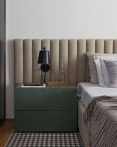 Nightstands, beds, side tables, cabinets or armchairs are some of the luxury bedroom furniture tips that you can find. Every detail matters when we are decorating our master bedroom, right? Luxury Bedroom Furniture, Home Bedroom, Modern Bedroom, Diy Bedroom Decor, Luxury Bedding, Master Bedroom, Top Interior Designers, Luxury Interior Design, Mens Bedding Sets