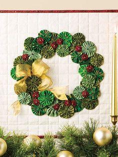 Yoyo Christmas Ornament Patterns | ... Christmas Traditions Quilting Patterns Quilt Yo-Yo Wreath Ornament