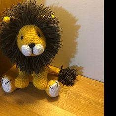 added a photo of their purchase Lion Crochet, Crochet Giraffe Pattern, Crochet Patterns Amigurumi, Crochet Toys, Piglet, Patron Crochet, Crochet Granny Square Afghan, Amigurumi Tutorial, Crochet Hook Sizes