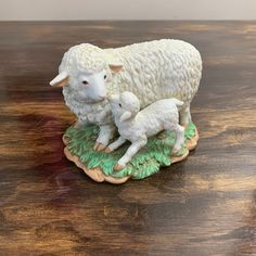 Vintage Mother and Baby Sheep Statue Farmhouse Decor White Lamb Figurine Nursery Decor Hollywood Regency, Wall Art Decor, Nursery Decor, Garden Frogs, Baby Sheep, Vintage Blanket, Baby Lamb, Mother And Baby, Vintage Walls