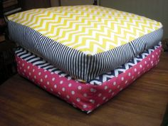 Wouldnt it be a perfect bed for my dog? Hmm... I think I am going to sew for the First Time.  Super Tutorial :)