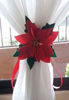 27 Amazing Christmas Accessories to Decorate Your Home for the Holidays - The Trending House Poinsettia Flower, Christmas Poinsettia, Christmas Door, Christmas Paper, Rustic Christmas, Simple Christmas, Christmas Holidays, Office Christmas, Christmas Christmas