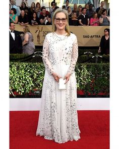 "Quem também escolheu o branco na premiação do #SAGAwards2017 foi a aclamada #MerylStreep que concorre a melhor atriz por ""Florence"".  via MARIE CLAIRE BRASIL MAGAZINE OFFICIAL INSTAGRAM - Celebrity  Fashion  Haute Couture  Advertising  Culture  Beauty  Editorial Photography  Magazine Covers  Supermodels  Runway Models"